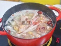 DIY文昌特色美食——椰子水鸡